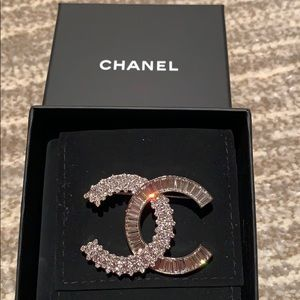 ❤️AUTHENTIC crystal CHANEL pin!!!!